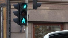 红绿灯调控汽车的运动 影视素材