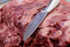 红肉,砍,切开和去骨切片优质,新鲜,意大利和欧洲食家屠户 库存照片