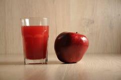 红色、伯根地蔬菜和水果的混合 库存照片