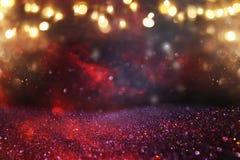 红色、黑色和金子闪烁光背景 defocused 免版税库存图片