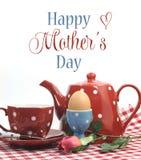 红色与样品文本的题材愉快的母亲节早餐 图库摄影