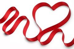 红色丝带心脏 免版税库存照片