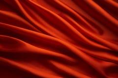 红色丝织物背景,缎布料挥动纹理 免版税库存照片