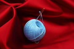 红色丝绸线程数 免版税库存图片