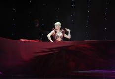 红色丝绸舞蹈印度记忆这奥地利的世界舞蹈 免版税图库摄影