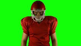 红色严肃美国橄榄球运动员摆在 影视素材
