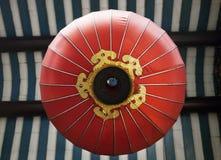 红色中国灯笼,看法从下面 免版税库存照片