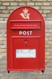 红色丹麦信件箱子 库存图片