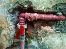 红色传递途径 水管道 库存图片