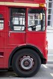红色伦敦公共汽车小室 库存图片