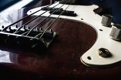 红色低音吉他 免版税库存照片