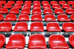 红色体育场位子 免版税库存照片