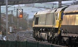红色信号,等待的运费,西海岸线路,英国 免版税库存图片