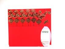 红色信封和泰国金钱在白色背景 免版税库存照片