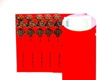 红色信封和金钱在白色背景 免版税库存照片