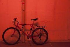 红色停车场 库存照片