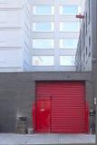 红色停车库门 库存图片