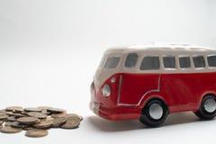 红色公共汽车moneybox 库存照片