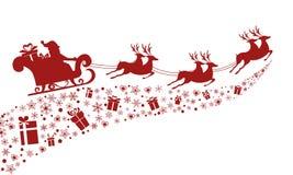 红色剪影 与驯鹿雪橇的圣诞老人飞行 库存照片