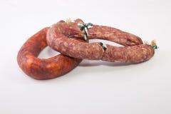 红色加调料的口利左香肠和salchichon 免版税库存照片