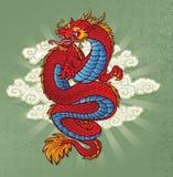 在绿色的红色中国龙纹身花刺 库存图片
