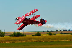 红色双翼飞机 图库摄影