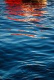 红色反射在河 免版税库存图片