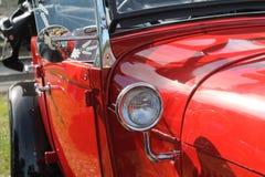 红色古色古香的美国汽车细节 免版税库存图片