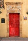 红色古色古香的门 免版税库存图片