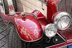 红色古董车前轮  免版税库存照片