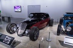 红色和染黑1933年福特跑车 免版税库存图片