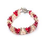 红色和桃红色丙烯酸酯的小珠镯子  免版税库存照片