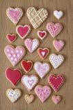 红色和桃红色心脏曲奇饼 免版税库存照片