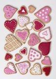 红色和桃红色心脏曲奇饼 免版税库存图片