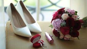 红色和桃红色玫瑰和牡丹婚礼花束  影视素材