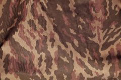 红色和棕色军事伪装一致的样式 免版税库存照片