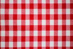 红色和白色方格的桌布 免版税库存图片