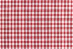 红色和白色方格的桌布 免版税库存照片