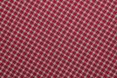 红色和白色格子花呢披肩 免版税库存图片