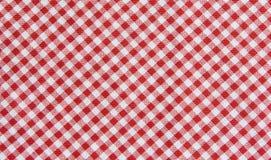 红色和白色桌布背景,格子花呢披肩织品 免版税图库摄影