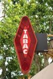 红色和白色法国人Tabac标志 库存照片