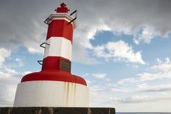 红色和白色灯塔在Povoacao,圣地米格尔,亚速尔群岛 Portug 免版税库存图片