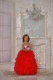 红色和白色礼服身分的年轻公主 库存图片