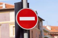 红色和白色英国没有词条路标 免版税库存照片