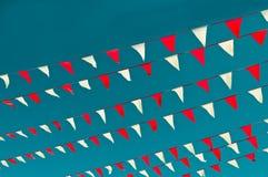 红色和空白信号旗标志 免版税库存图片