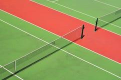 红色和绿色网球场 库存图片