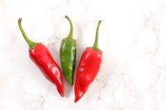 红色和绿色辣椒卡宴 库存照片