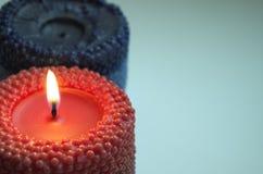 红色和蓝色蜡烛 库存照片