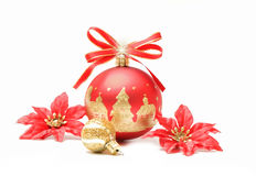 红色和金子圣诞节球泡影 图库摄影