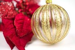 红色和金子圣诞节 免版税库存照片